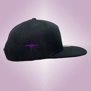 DANA – Black snapback cap – Big logo embroidered in purple
